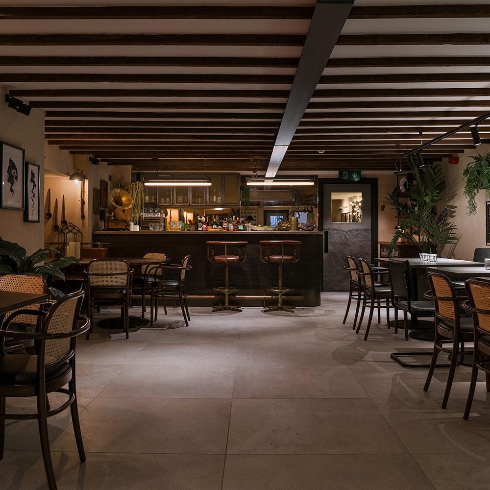 khai-khai-smoke-play-the-parlour-interior-bar-banquette-mirror
