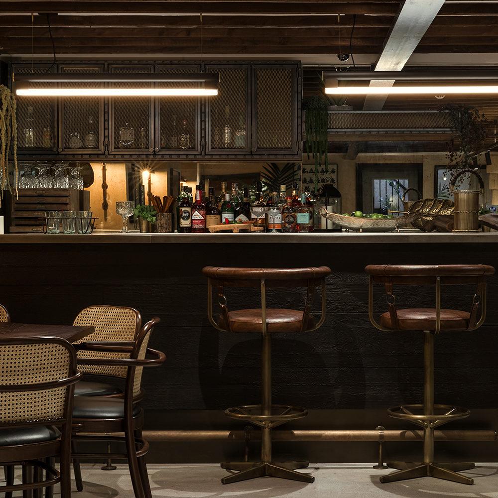 khai-khai-smoke-play-the-parlour-interior-design-bar-stools